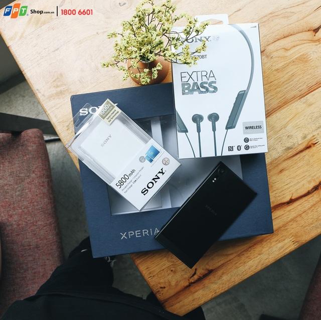 Đặt mua trước Sony Xperia XZs từ 24/3 - 5/4 tại FPT Shop, bạn sẽ nhận bộ quà tặng trị giá hơn 2,5 triệu đồng, trả góp 0% lãi suất và cơ hội trúng bộ giải trí Sony trị giá 70 triệu đồng.