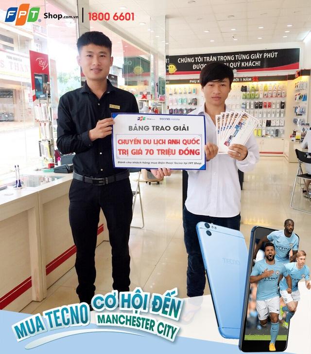 Anh Thương đã bất ngờ trúng chuyến du lịch Anh trị giá 70 triệu đồng khi mua điện thoại TECNO WX4 Pro tại FPT Shop 164 Hùng Vương, Đắk Lắk.