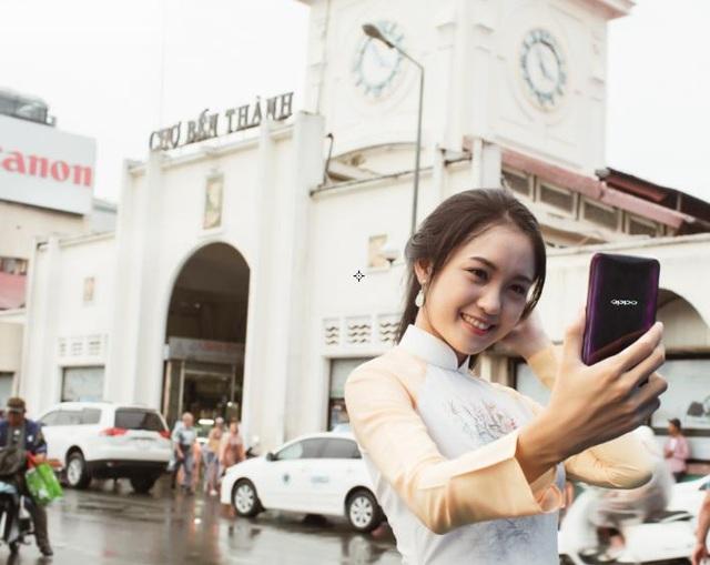 Chợ Bến Thành mang vẻ đẹp cổ kính thu hút cả những người trẻ tuổi