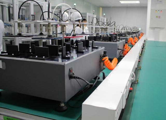Hơn nữa, chúng cũng bị thử thách với độ cao 10 cm hàng chục ngàn lần để kiểm tra độ bền của máy