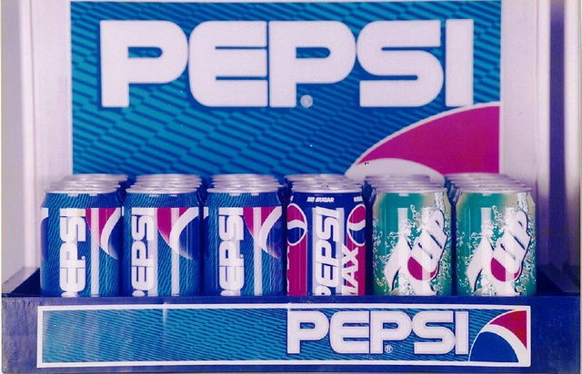 """Hình ảnh của những lon Pepsi, 7Up """"đời đầu"""" tại thị trường Việt Nam cách đây hơn 22 năm"""