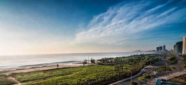 Với tầm nhìn thoáng đạt, du khách sẽ thu trọn khung cảnh Đà Nẵng từ ô cửa sổ của căn hộ Luxury Apartment