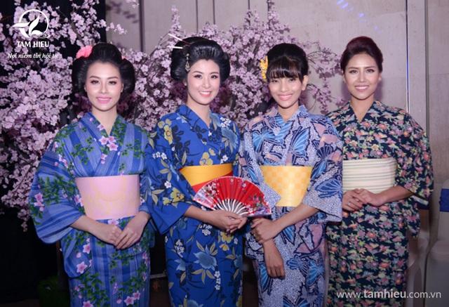 Mỹ nhân Việt bừng sắc tại Dạ tiệc Hoa Anh Đào 3 - 5