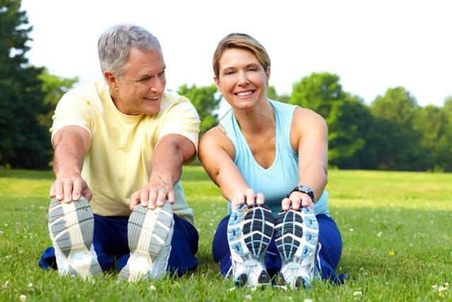 Vận động, tập luyện nhẹ nhàng để xương khớp được linh hoạt.
