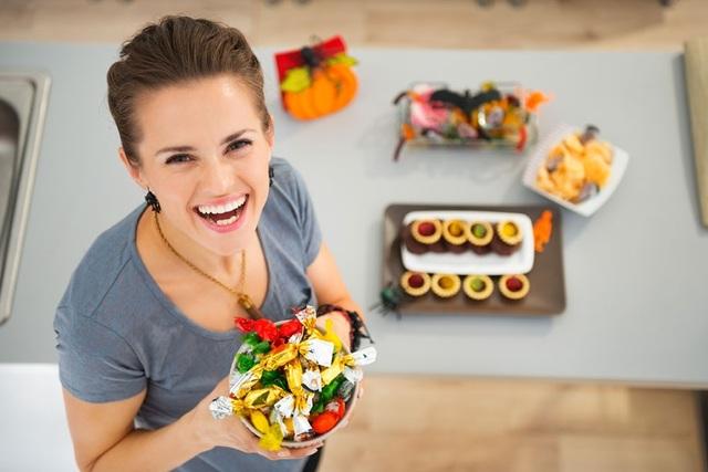 (Chế độ dinh dưỡng cân bằng, hợp lý kết hợp với việc nghỉ ngơi và luyện tập khoa học sẽ giúp người gầy có thể tăng cân bền vững)