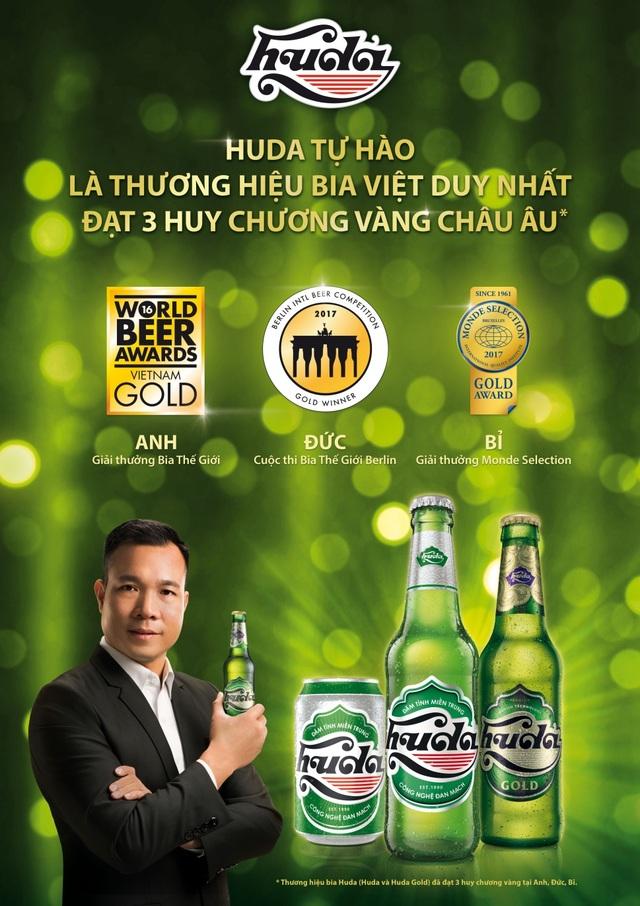 """Đặc biệt, trong năm 2017, Huda đã vinh dự trở thành thương hiệu bia Việt duy nhất đạt 3 Huy Chương Vàng Châu Âu, bao gồm Huy chương Vàng Giải thưởng Bia thế giới (WBA) tại Vương quốc Anh, Huy chương Vàng Cuộc thi Bia Quốc tế Berlin (BIBC) tại Đức và Huy chương Vàng Giải thưởng Monde Selection tại Bỉ, một lần nữa đưa """"niềm tự hào miền Trung"""" tỏa sáng mạnh mẽ trên thị trường quốc tế."""