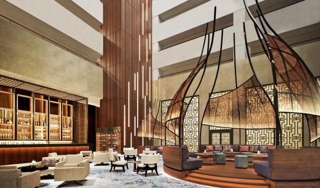 InterContinental Hanoi Landmark72 đã sẵn sàng chào đón khách hàng với mục tiêu sớm trở thành một biểu tượng du lịch cao cấp và hiện đại của thành phố. Hệ thống phòng cao cấp của khách sạn bao gồm 359 phòng trong đó có tới 34 phòng hạng sang với thiết kế tinh tế, diện tích rộng cùng tầm nhìn bao quát toàn thành phố Hà Nội. Với lợi thế này, InterContinental Hanoi Landmark72 đang hứa hẹn là một điểm đến lý tưởng cho khách du lịch, công tác tới Thủ đô.