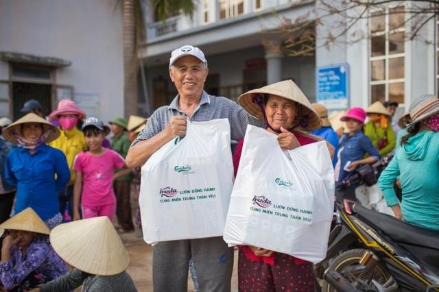 Trân quý những tấm lòng sẻ chia, người dân vùng bão lũ Nghệ An, Hà Tĩnh, Quảng Bình và Quảng Trị lại như được tiếp thêm sức mạnh và niềm tin để vượt qua thời điểm khó khăn trước mắt.