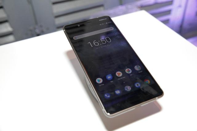 Nokia 8 được HMD Global trang bị một cấu hình khủng với nền tảng di động mạnh nhất hiện nay của Qualcomm - SnapdragonTM 835. Nokia 8 là sự kết hợp giữa hiệu năng mạnh mẽ và công nghệ chế tác đỉnh cao. Với phần viền mỏng 4,6mm và thân máy chỉ dày 7,3mm, Nokia 8 được thiết kế liền mạch, chế tác từ một khối nhôm 6000-series và thiết kế bền bỉ này được trải qua quá trình gia công bao gồm 40 công đoạn xử lý.
