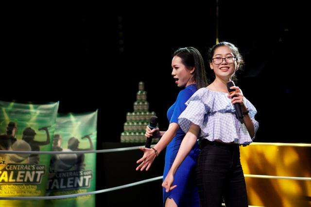 """(Ảnh) Ly Ly và Mai Phương cùng so giọng đẳng cấp với """"Dòng sông xanh"""" và Túy Âm"""