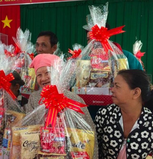 Những nụ cười rạng rỡ khi nhận được những tình cảm sẻ chia chân thành từ các khách hàng của những người cao tuổi tại Kiên Giang vốn còn gặp nhiều khó khăn, vất vả trong cuộc sống...