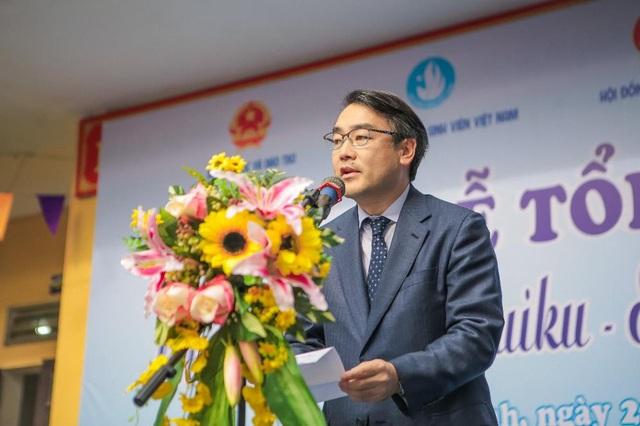 Ông Takenobu Shiina – Giám đốc cấp cao phụ trách bộ phận chiến lược phát triển bền vững, tập đoàn Suntory phát biểu tại buổi lễ tổng kết