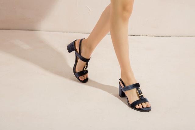 Quên những đôi giày cao gót đi, đây là lúc những đôi giày đế thấp, hở chân có dịp được tung hoành. Với thiết kế tạo điểm nhấn ở phần quai, mẫu giày mới của Juno hứa hẹn sẽ tạo nên cơn sốt trong những ngày nắng mới rực rỡ.