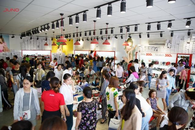 Các chương trình của Big Sale luôn thu hút sự quan tâm mua sắm của khách hàng.