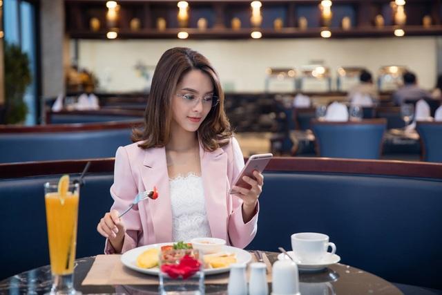 Bữa sáng thịnh soạn với hơn 70 món ăn tại nhà hàng Altitude