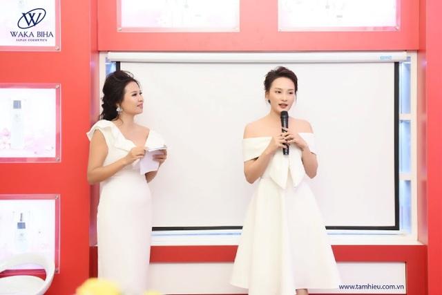 Bảo Thanh giao lưu cùng khách mời và chia sẻ về bí quyết làm đẹp tại Sự kiện trải nghiệm Bộ sản phẩm dưỡng trắng da Waka Biha