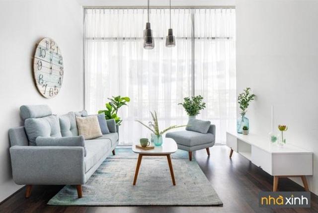 Chiếc sofa tiện ích với module linh hoạt có thể tách rời để sử dụng nhiều mục đích khác nhau là điểm nhấn cho phòng khách. Bàn nước và tủ Tivi với thiết kế tinh gọn kết hợp mượt mà với sofa mang đến cảm giác thoải mái, tận hưởng cho gia chủ.
