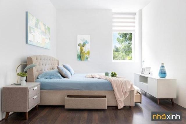 Điểm nhấn của gói nội thất này là phòng ngủ lớn với thiết kế giường ngủ thông minh và tiện ích với hộc kéo để cất trữ đồ đạc tối ưu. Bên cạnh đó là tủ tivi, bàn đầu giường mang vẻ đẹp thanh lịch và gần gũi.