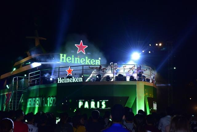 """Lấy ý tưởng từ hình ảnh con tàu ra khơi chinh phục biển lớn của người dân Hải Phòng, """"Hành trình viễn dương"""" cùng Heineken lần đầu tiên mở ra cho người hâm mộ cơ hội ra khơi tìm hiểu về những tinh hoa, di sản của hương vị bia Heineken."""