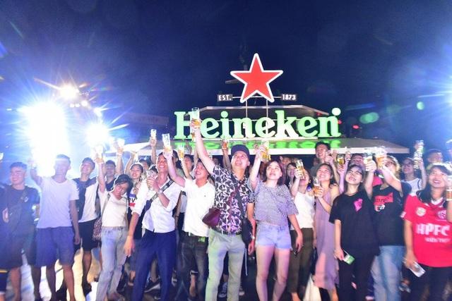 Tận hưởng hương vị hoàn hảo Heineken sau chuyến viễn dương có một không hai từ điểm cao nhất trên boong tàu mang đến sự phấn khích cho các tín đồ.