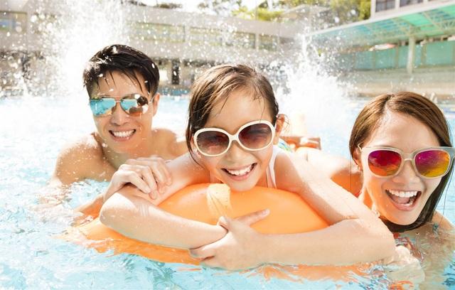 Nhiều trò chơi vận động dưới nước được thiết kế cho gia đình, các bé trong sự kiện