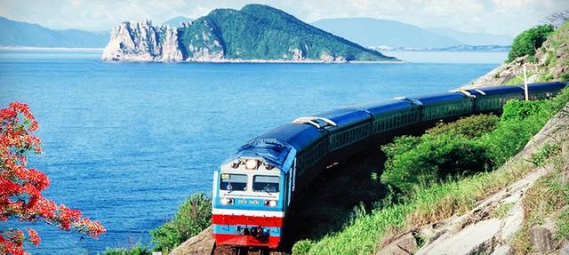 Đường sắt Việt Nam hiện vẫn hoàn toàn là đường đơn, khổ đường hẹp 1.000mm và ngày càng xuống cấp.