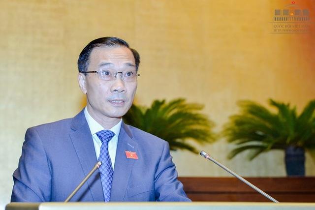 Ông Vũ Hồng Thanh, Chủ nhiệm Ủy ban Kinh tế của Quốc hội trình bày Báo cáo giải trình, tiếp thu, chỉnh lý dự án Luật đấu giá tài sản (Ảnh: Quochoi.vn)