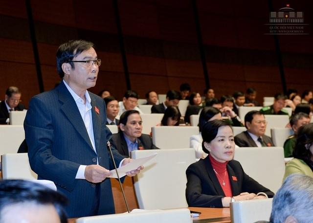 Đại biểu Nguyễn Bá Sơn cho biết, tỉnh nào cũng có hoặc đều muốn cảng biển, sân bay (Ảnh: Quochoi.vn)