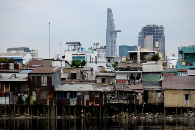 Cuộc sống ở xóm ổ chuột tăm tối ven sông Sài Gòn - 1