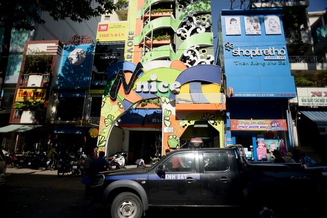 Phòng cảnh sát PCCC TPHCM đã có buổi kiểm tra an toàn phòng và chữa cháy tại một cơ sở kinh doanh dịch vụ karaoke quận 3, TPHCM.