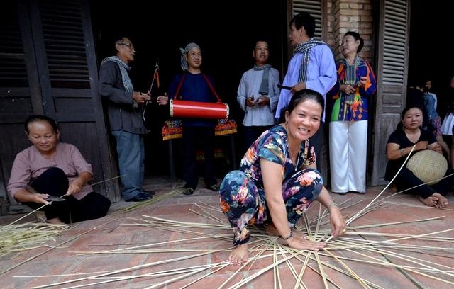 Nghệ thuật hát Sắc bùa là món ăn tinh thần không thể thiếu trong đời sống của bà con nông dân.