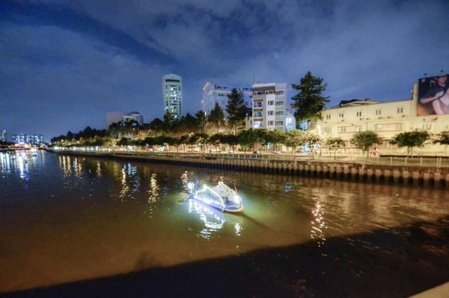 Kênh Nhiêu Lộc được lắp thêm 60 xe đạp lọc nước - 12