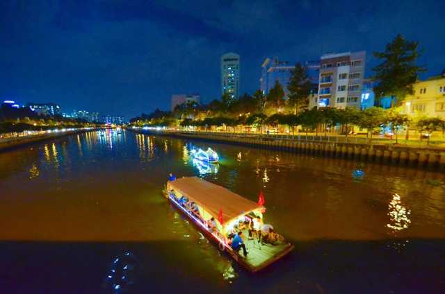 Kênh Nhiêu Lộc được lắp thêm 60 xe đạp lọc nước - 11