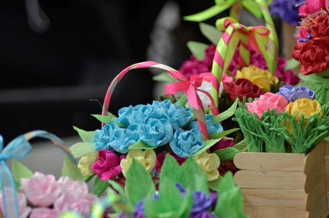 Sản phẩm hoa giấy bắt mắt với nhiều chủng loại.