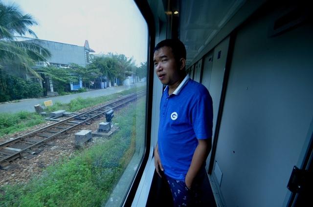 Phương tiện đường sắt có lợi thế là tính an toàn cao, giờ chạy đúng và ổn định.