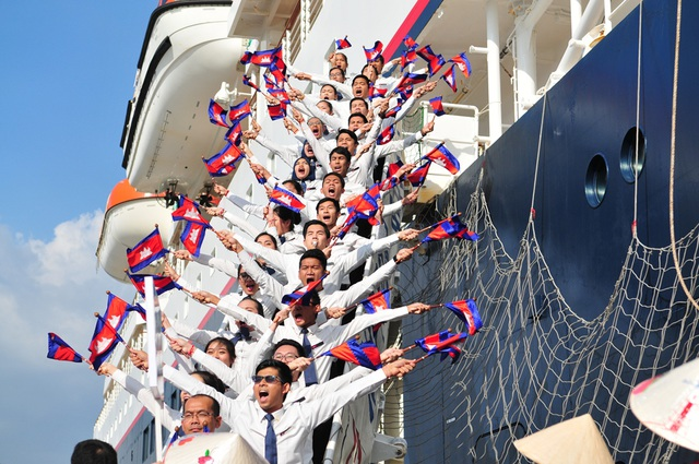 Màn chào thanh niên Việt Nam của các bạn thanh niên Cambodia.