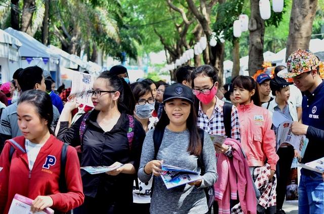 Ngày hội thu hút khá nhiều giới trẻ đến giao lưu, tham quan.