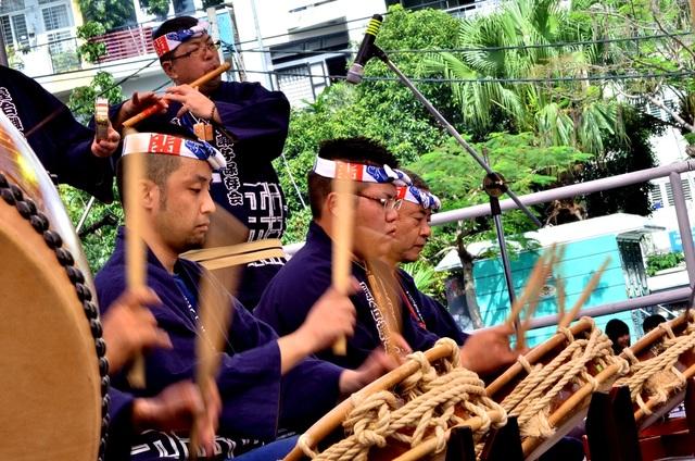 Màn trống truyền thống là tiết mục chuẩn bị khá công phu.