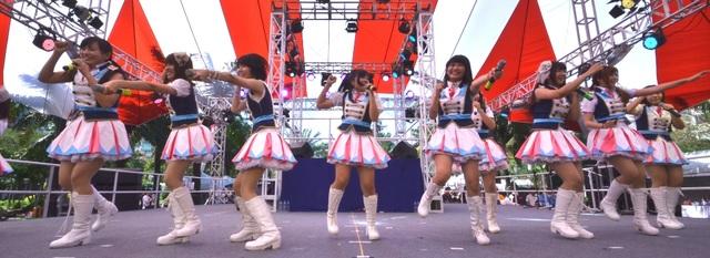 Nhóm Niji, một trong những nhóm nhạc Việt Nam chuyên thể hiện lại các bài hát hay của Nhật.