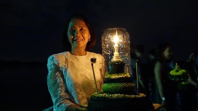 Theo bà Kakai, đất nước Thái Lan đang chịu một sự mất mát lớn khi nhà Vua băng hà. Chính vì thế, một số hoạt động tạo không khí sẽ được cắt bớt, người tham gia cũng vui chơi tiết chế và mặc các trang phục tránh sặc sỡ.