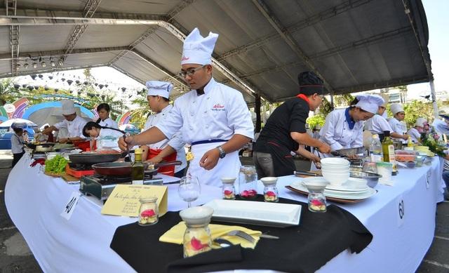 Liên hoan ẩm thực 2015 đã thu hút hơn 300 ngàn lượt khách tham quan.