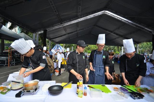 Liên hoan là sân chơi bổ ích cho giới ẩm thực và là diễn đàn giao lưu văn hóa ẩm thực giữa các quốc gia..