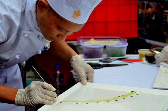 Các món ăn tuy ít chi tiết nhưng gia công khá tỉ mỉ, thể hiện đơn giản nhưng sang trọng.