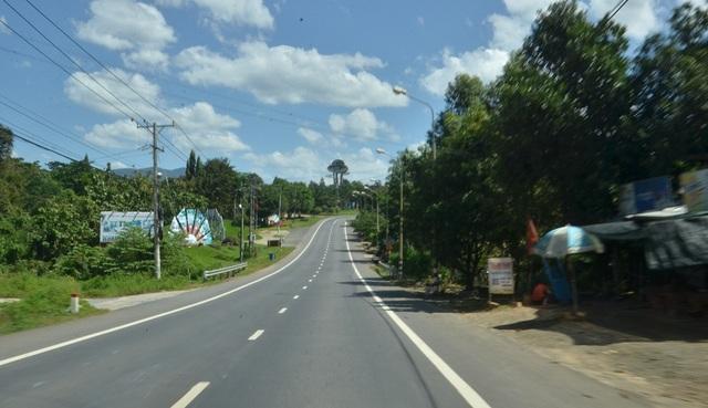 Phía xa là khu du lịch Madagui.