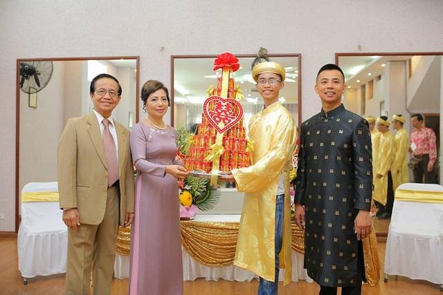 Đám hỏi của Chí Anh được thực hiện theo phong tục truyền thống của người Hà Nội.