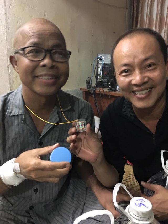 NSƯT Đức Hải trong một lần ra Hà Nội thăm nghệ sĩ Hán Văn Tình. Ảnh: NVCC.