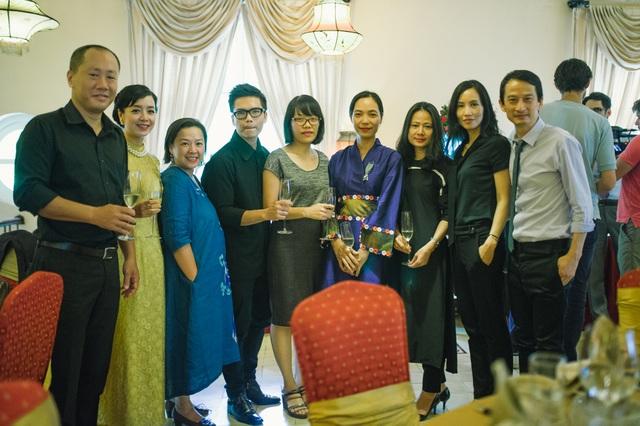 Đông đảo bạn bè, đồng nghiệp đến chúc mừng Nguyễn Hoàng Điệp.