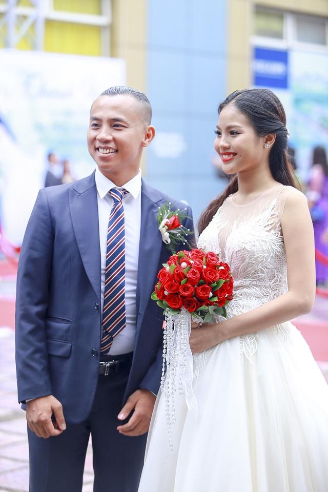 Đám cưới của Chí Anh và cô dâu kém 20 tuổi Khánh Linh được tổ chức tại Cung Hữu Nghị Việt Xô (Hà Nội). Tuy nhiên, an ninh của đám cưới bị thắt chặt mấy vòng, phóng viên đến tác nghiệp đều không được vào trong.