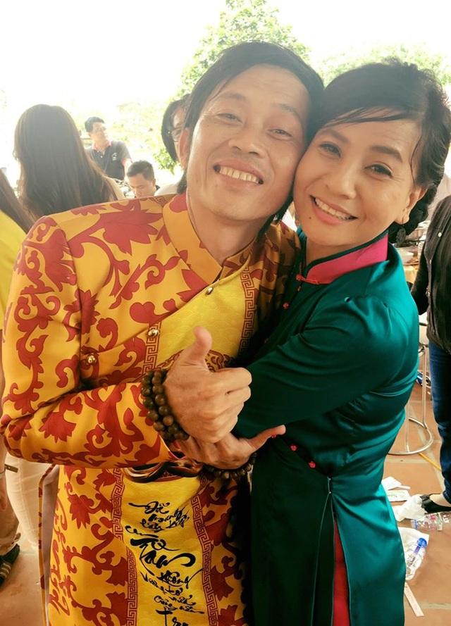 Nghệ sĩ Hoài Linh gầy đi nhiều khi hoàn thành Đền thờ Tổ nghiệp và chuẩn bị cho lễ giỗ tổ. Ảnh: Cát Phượng.