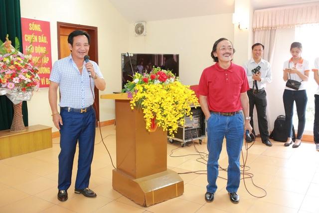 Xuất hiện tại hội trường, hai nghệ sĩ Quang Tèo và Giang Còi đóng vai trò hoạt náo viên, mang lại không khí rất nhí nhảnh và sôi động. Cùng với các nghệ sĩ, Á hậu Huyền My đã khuấy động chương trình bằng những tiếng cười vui nhộn.
